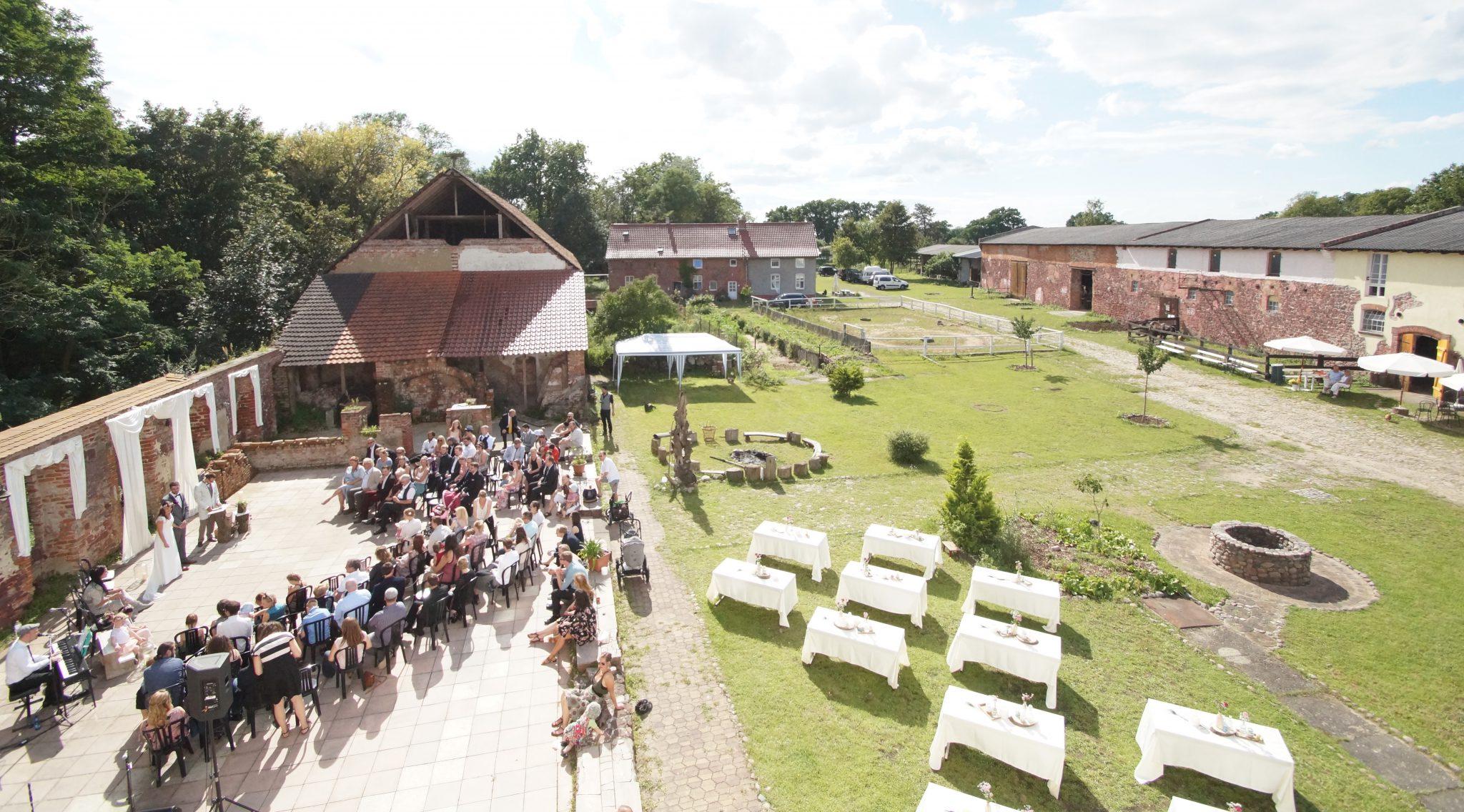 Hochzeit auf der kleinen Schlossruine
